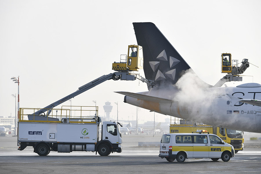 """Electric """"Elephant"""" In Germany De-ices Aircraft"""